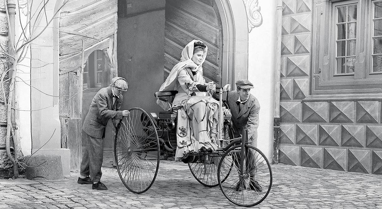 Bertha Benz driving the Benz patent motorwagon